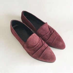 the flexx suede pointy loafer